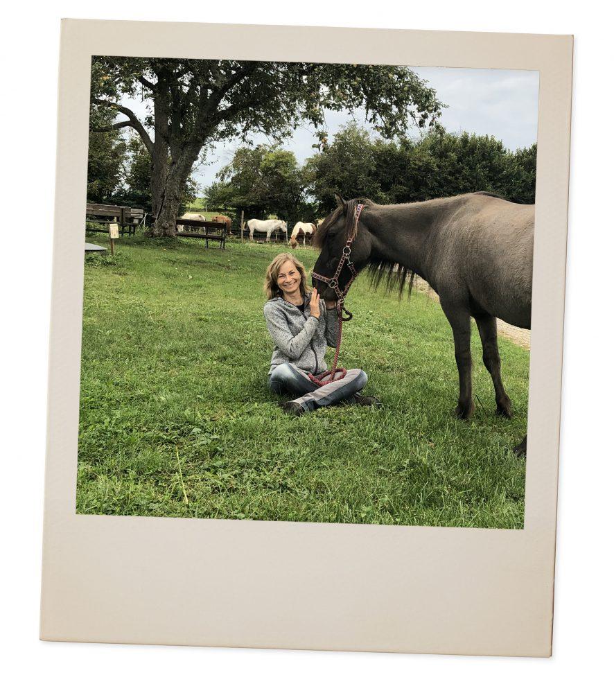 Polaroid Portrait Chantal Schreiber mit Hund